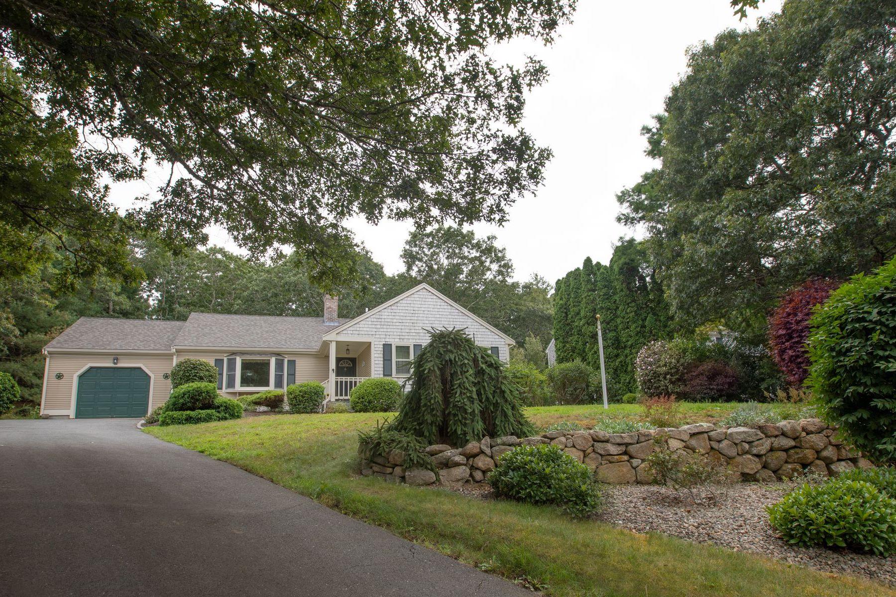 Single Family Homes pour l Vente à 49 Currycomb Circle West Barnstable, Massachusetts 02668 États-Unis
