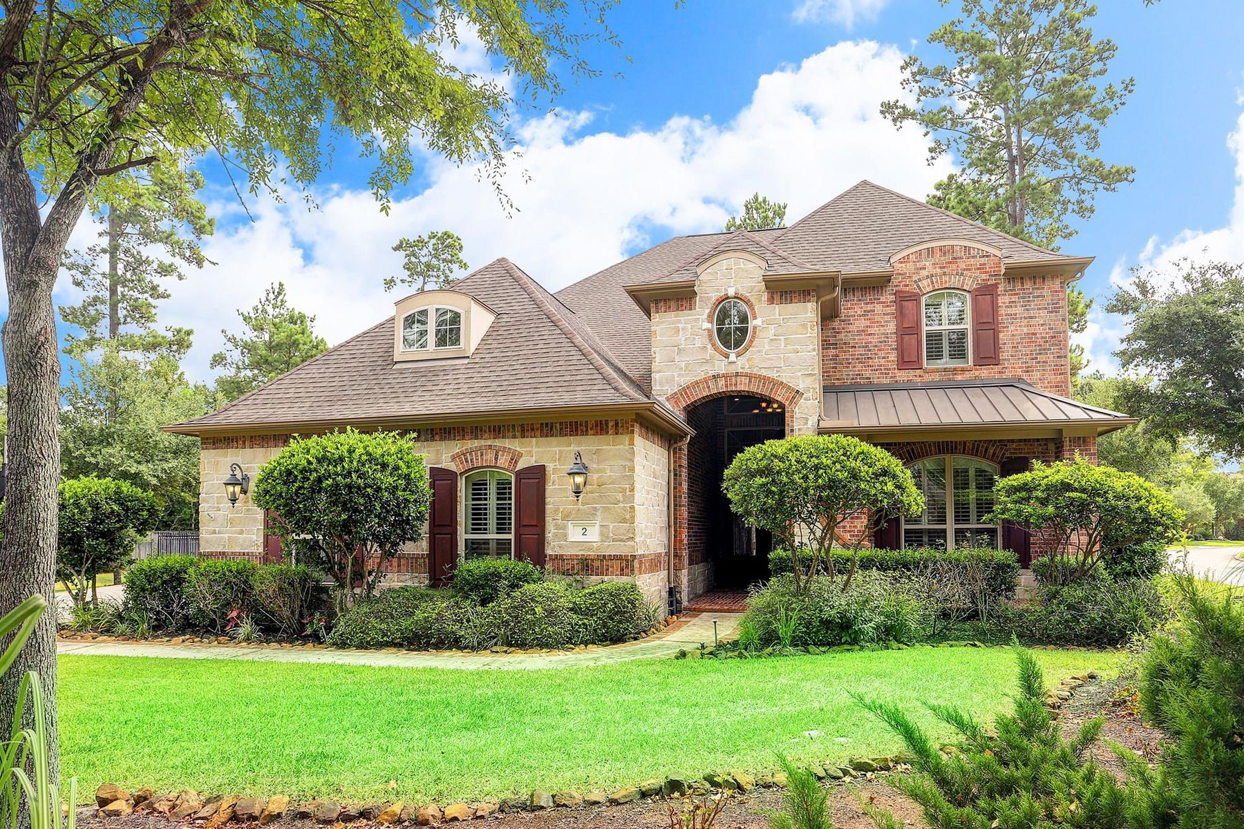 Single Family Homes for Sale at 2 Mountain Mistral Place The Woodlands, Texas 77382 United States