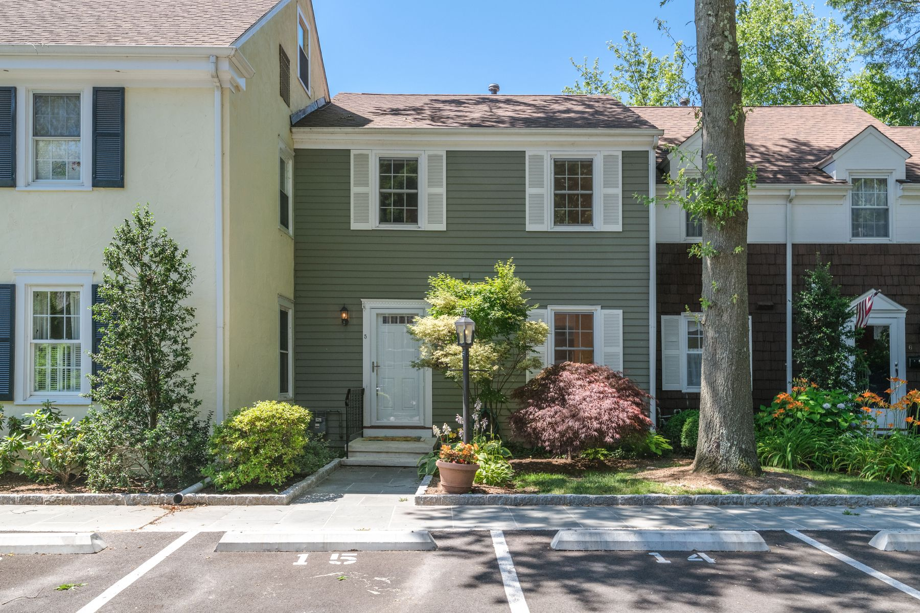 townhouses للـ Sale في Renovated To Perfection! 98 Valley Road Unit 5, Cos Cob, Connecticut 06807 United States