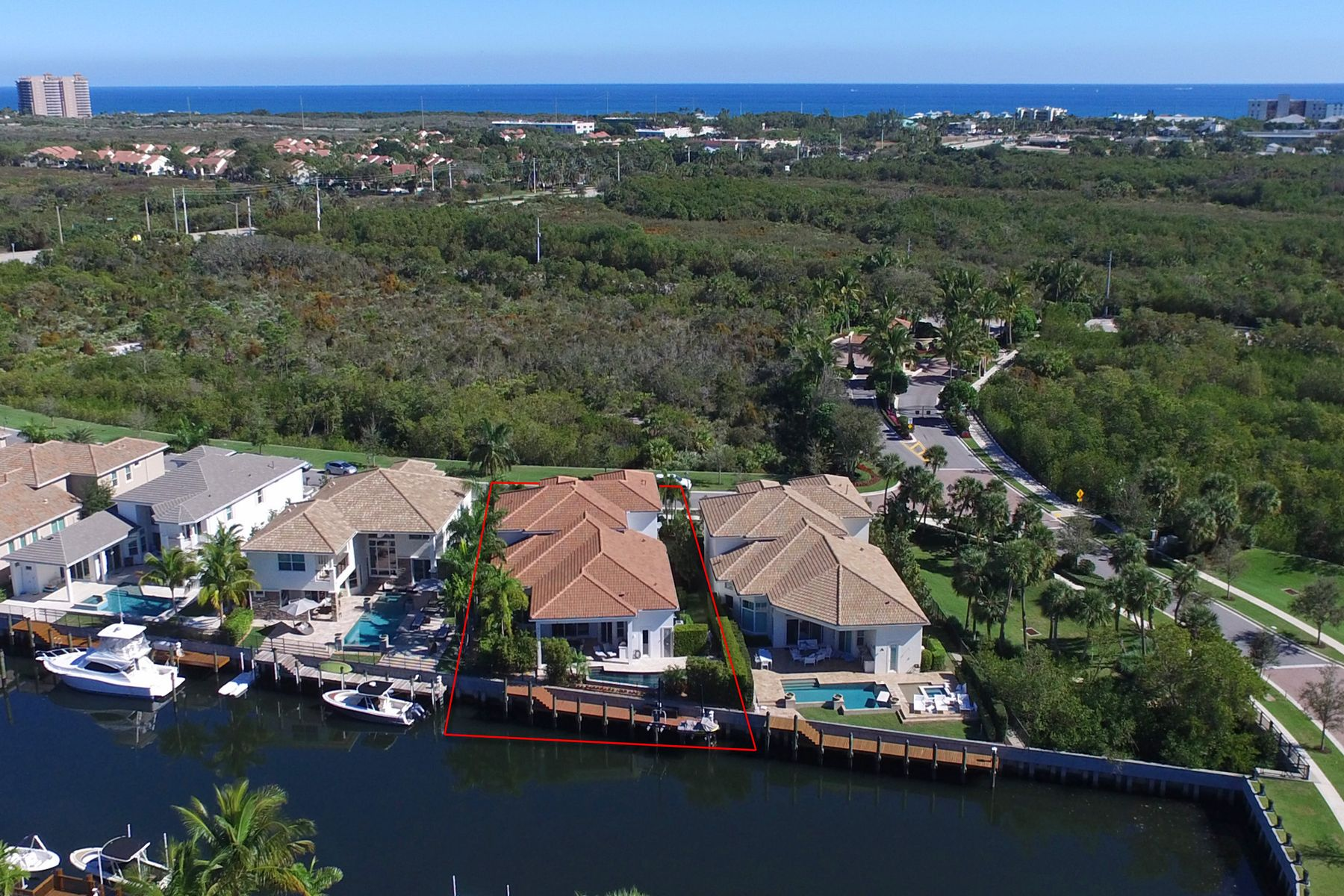 Single Family Homes 为 销售 在 Frenchman's Harbor - 13877 Willow Cay Dr 13877 Willow Cay Drive 西棕榈滩, 佛罗里达州 33408 美国