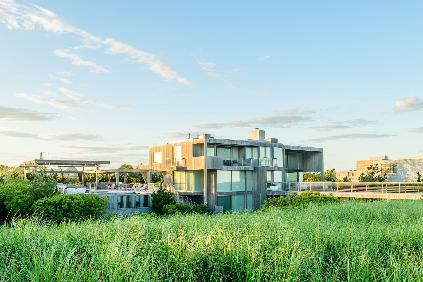 Single Family Homes 為 出售 在 The Best of The Best Oceanfront 67 Surfside Dr, Bridgehampton, 纽约 11932 美國