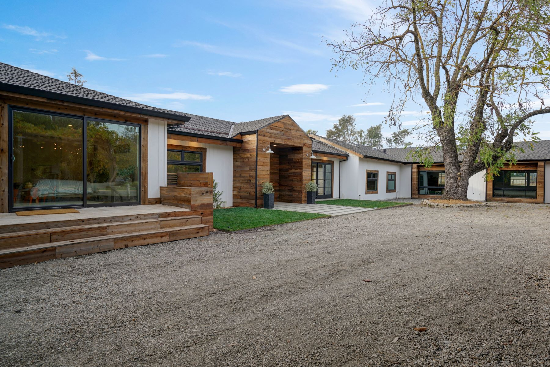 Single Family Homes for Active at Sophisticated Farmhouse and Vintage Barn 2530 Acacia Ave Sonoma, California 95476 United States