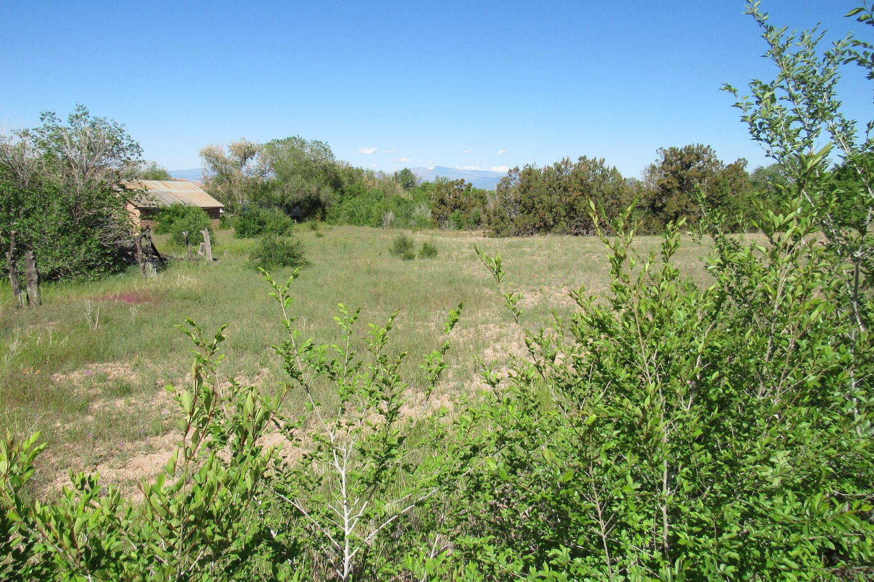 Terrain pour l Vente à 12 Camino De Los Baca Chimayo, Nouveau-Mexique 87522 États-Unis