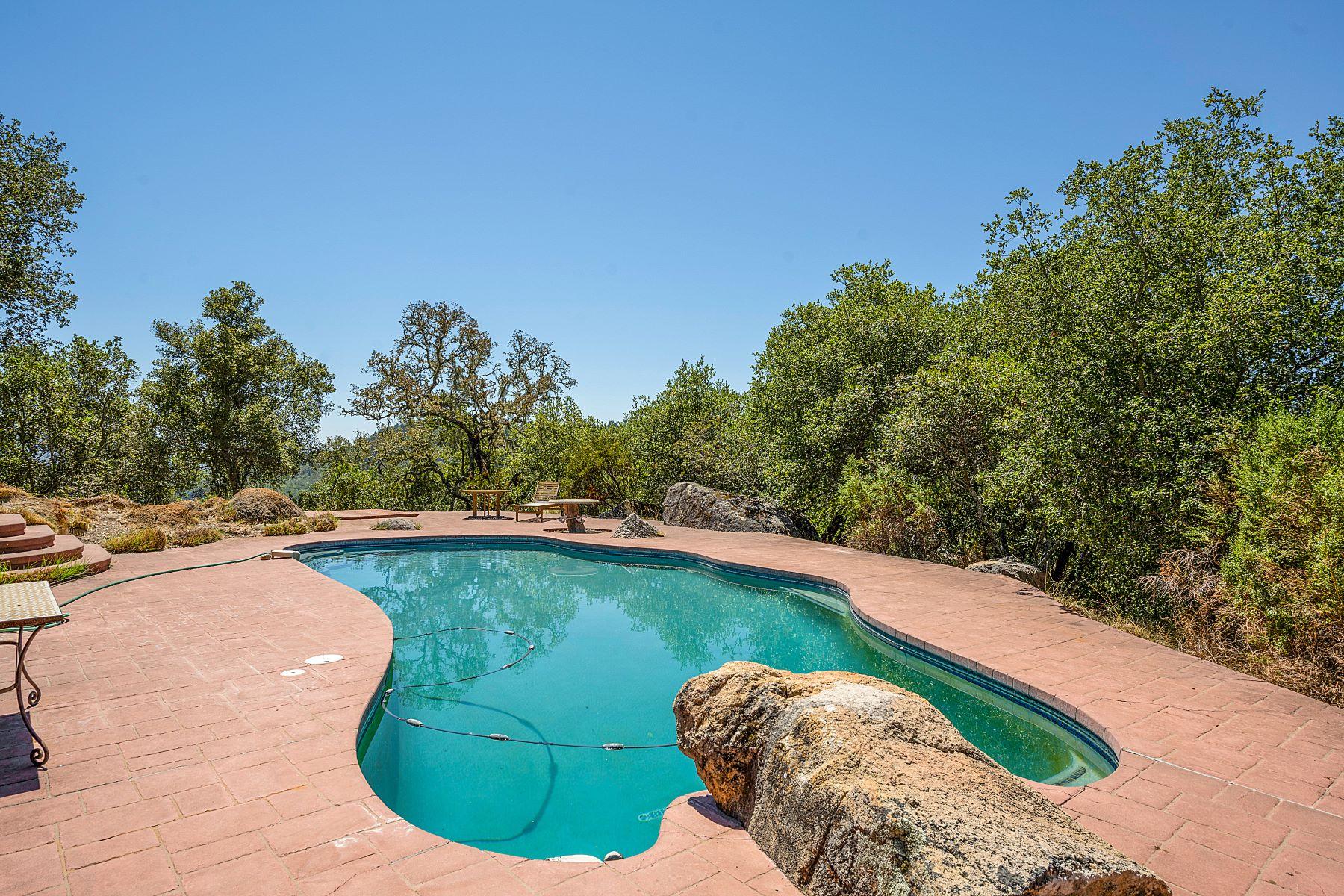 Single Family Homes 为 销售 在 PRIVATE KNOLL TOP HOME NEAR ST HELENA 9 Greenfield Way 海伦娜, 加利福尼亚州 94574 美国