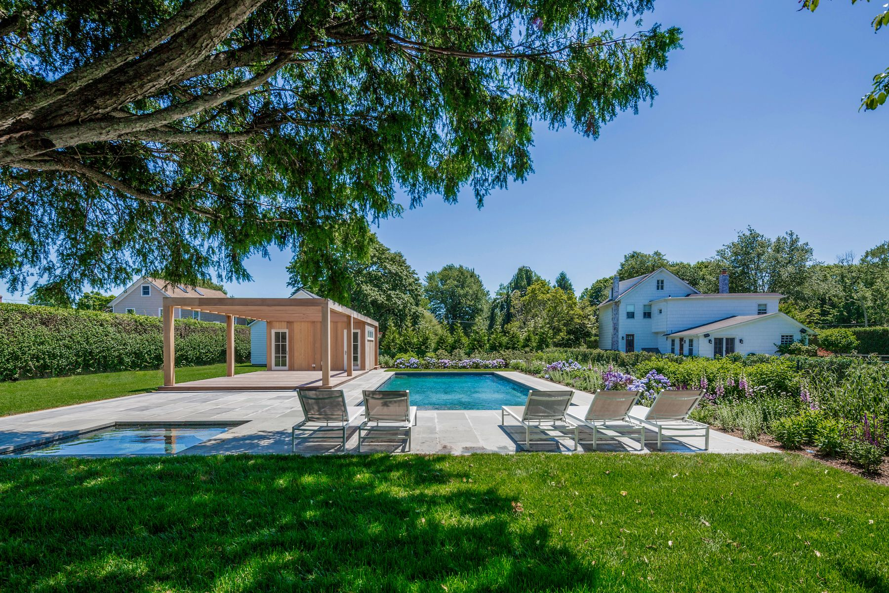 Single Family Homes for Active at LANES FARMHOUSE ON 1.0+ ACRES 66 Old Montauk Highway Amagansett, New York 11930 United States