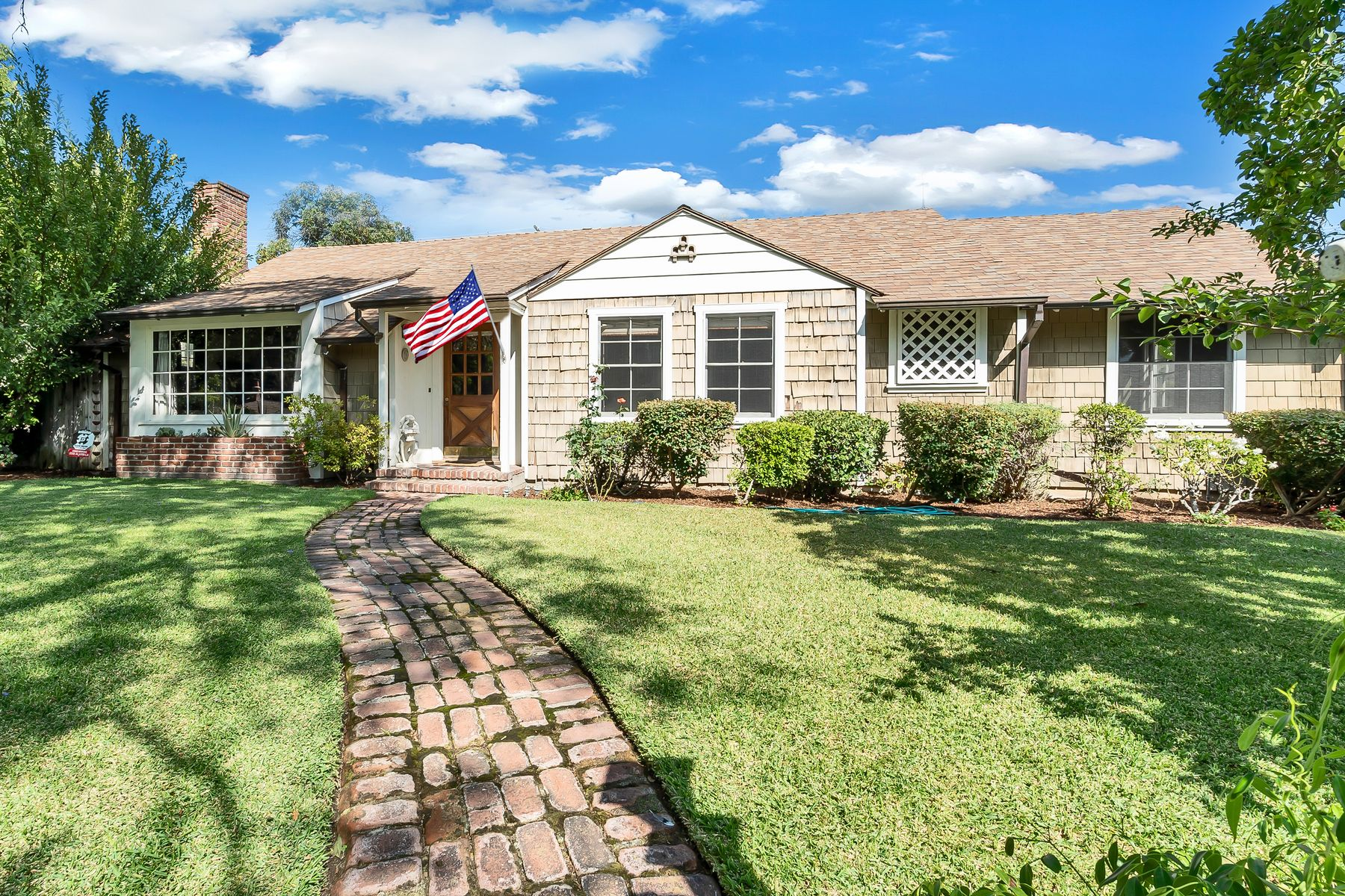 Single Family Homes for Sale at Charming English Cottage-Style Home 1215 Charles Street Pasadena, California 91103 United States