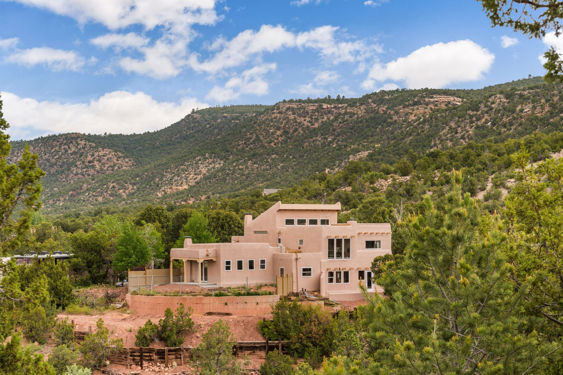 Single Family Homes للـ Sale في Canoncito, New Mexico 87508 United States
