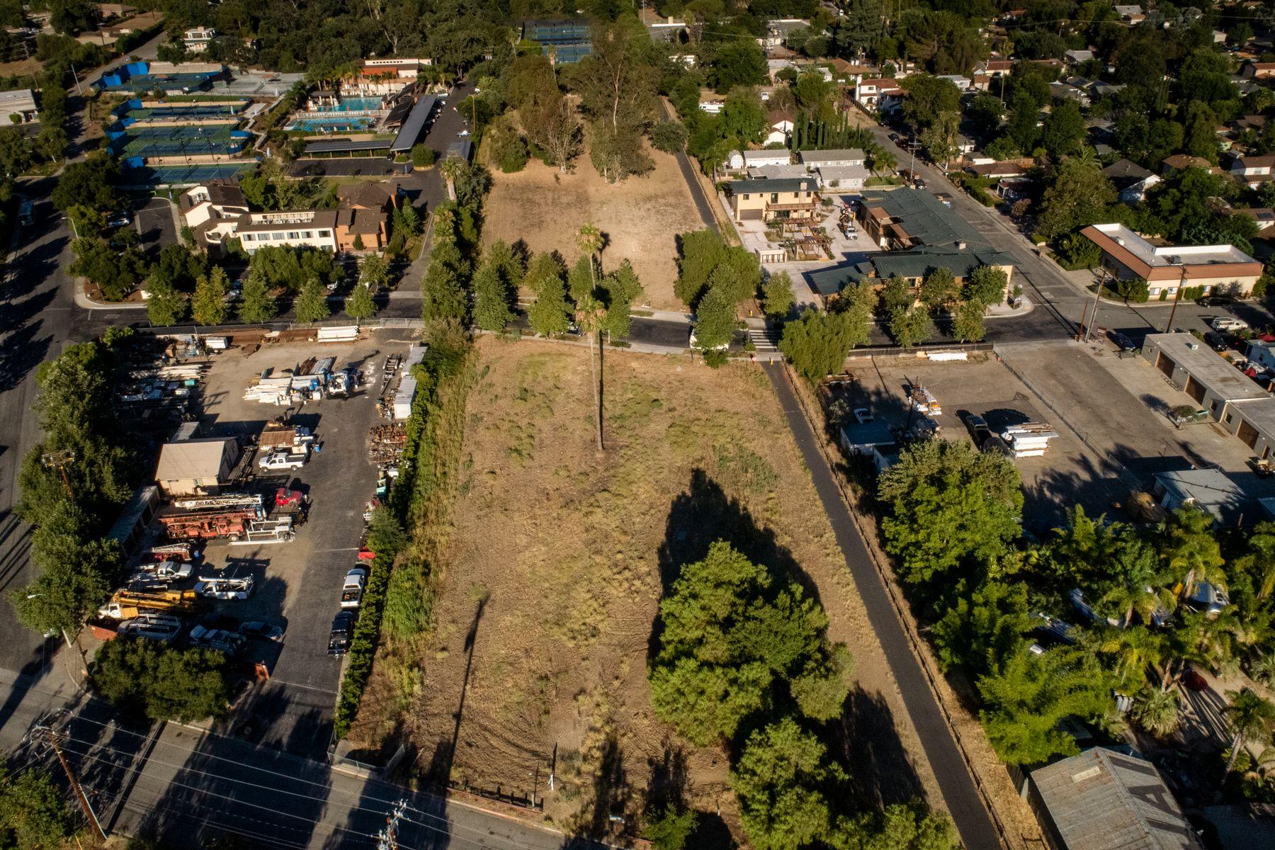 土地,用地 为 销售 在 Rare Development Opportunity 000 Bryant Street 奥海镇, 加利福尼亚州 93023 美国