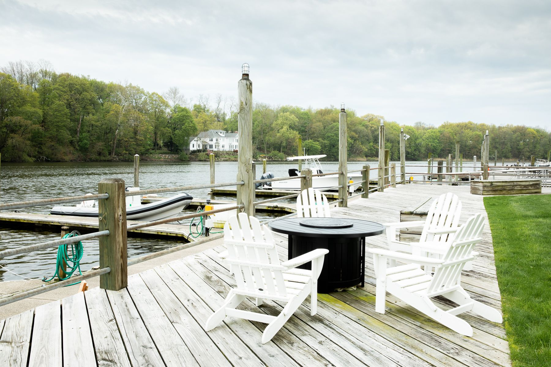 condominiums voor Verkoop op Got Boat? Get Dock and Townhouse 115 River Road Unit #3, Cos Cob, Connecticut 06807 Verenigde Staten