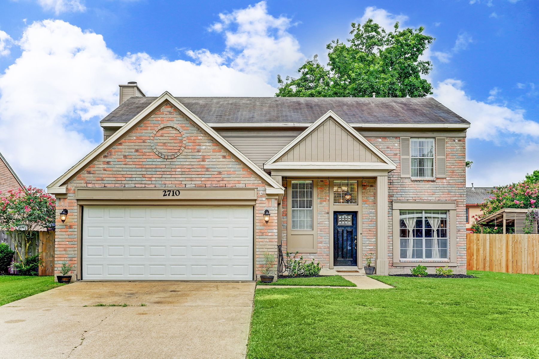 Single Family Homes for Active at 2710 Holly Springs Drive Pearland, Texas 77584 United States