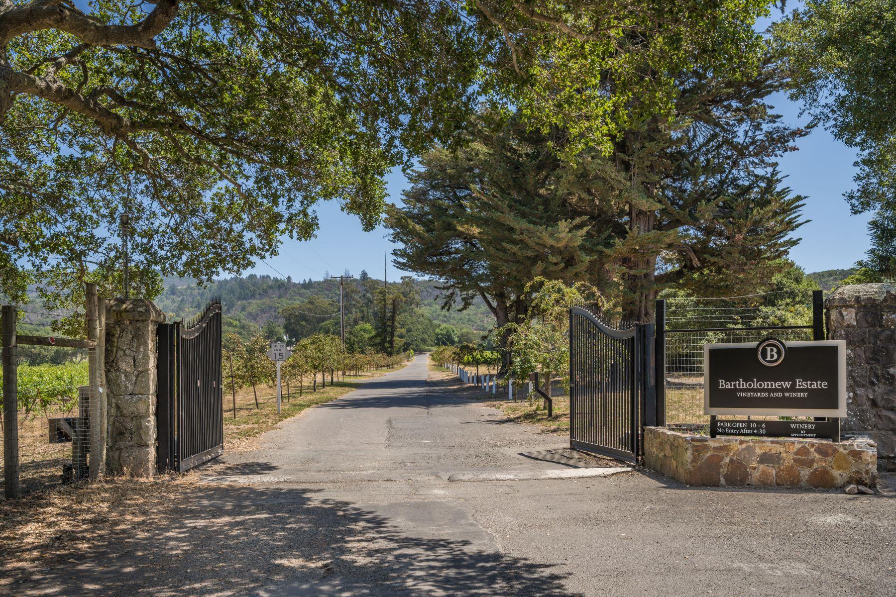 Single Family Homes por un Venta en Coveted Castle Road Sonoma 1580 Castle Rd Sonoma, California 95476 Estados Unidos