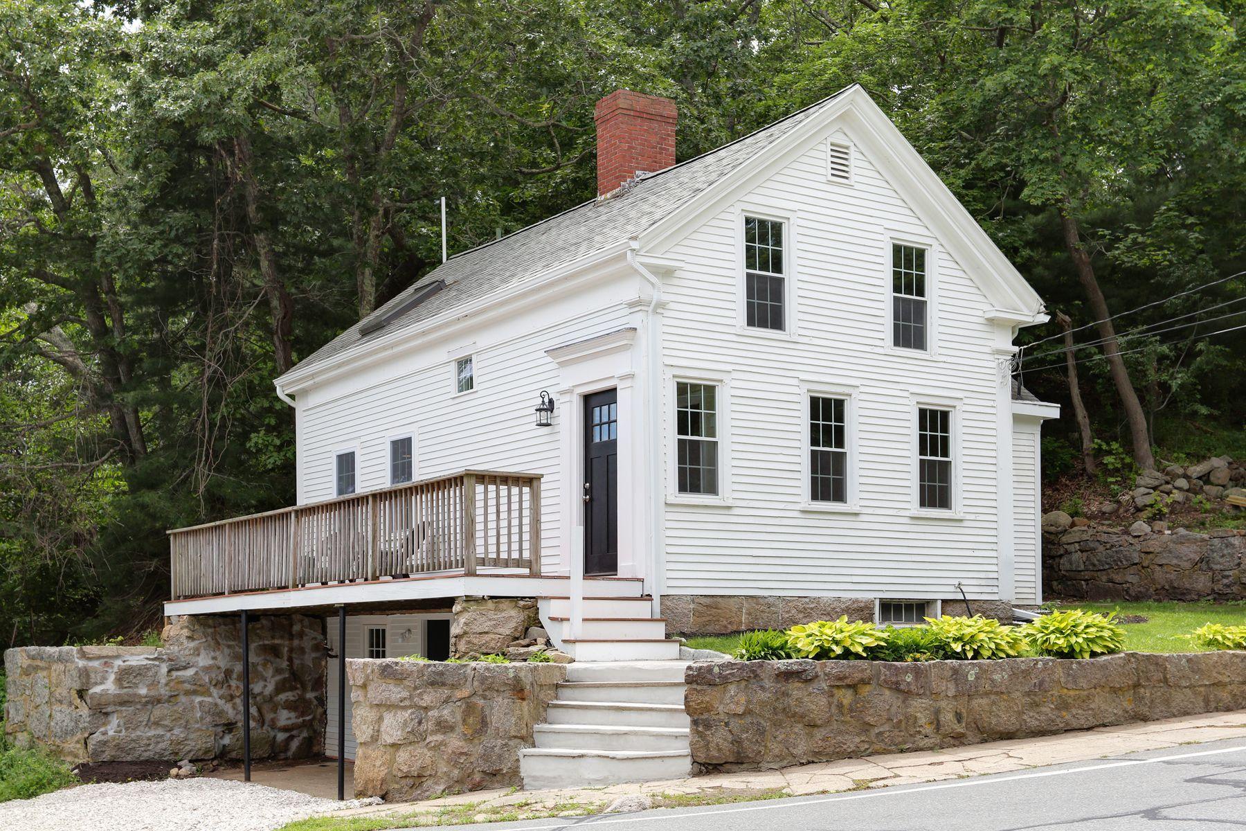 Single Family Homes pour l Vente à 27 Herring Pond Road Bourne, Massachusetts 02532 États-Unis