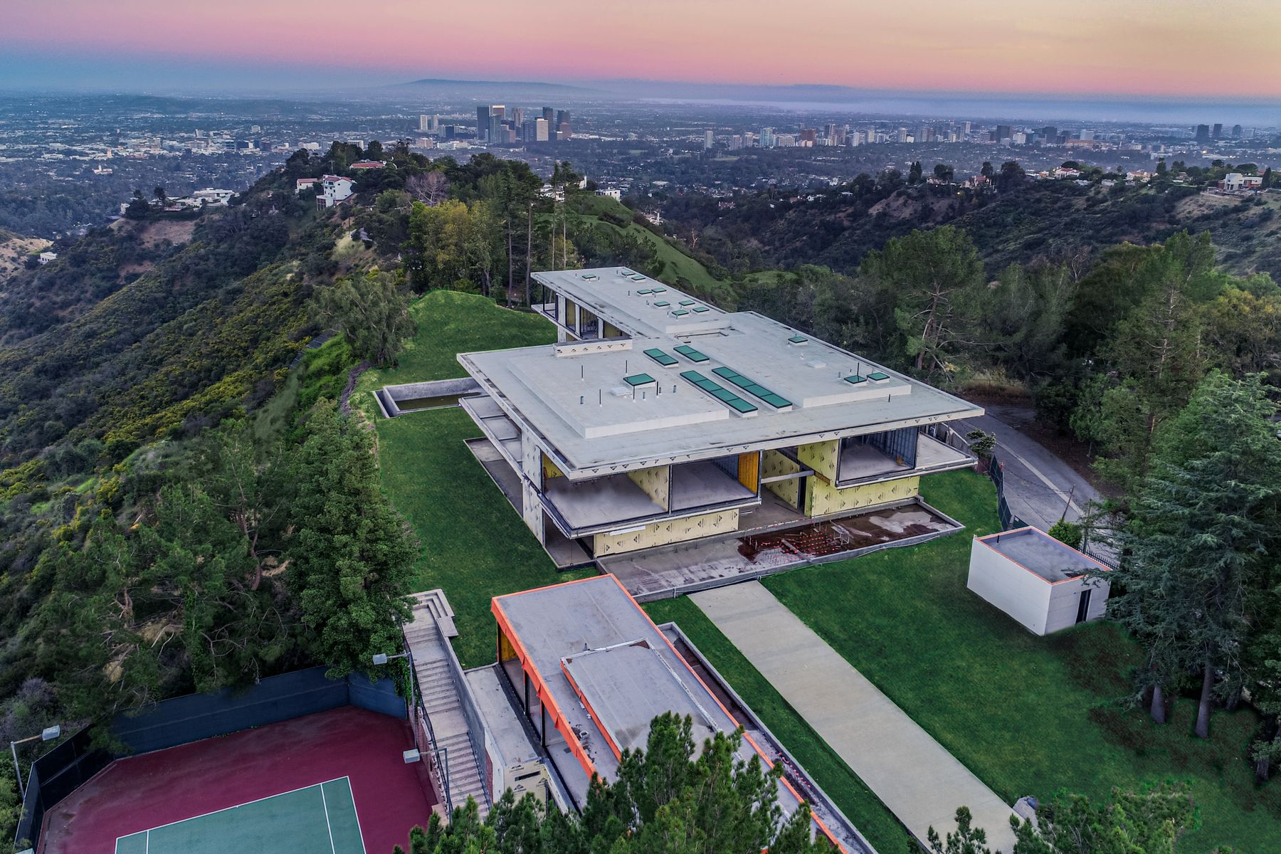 Additional photo for property listing at A World Class Design 16 Beverly Park Beverly Hills, California 90210 Estados Unidos