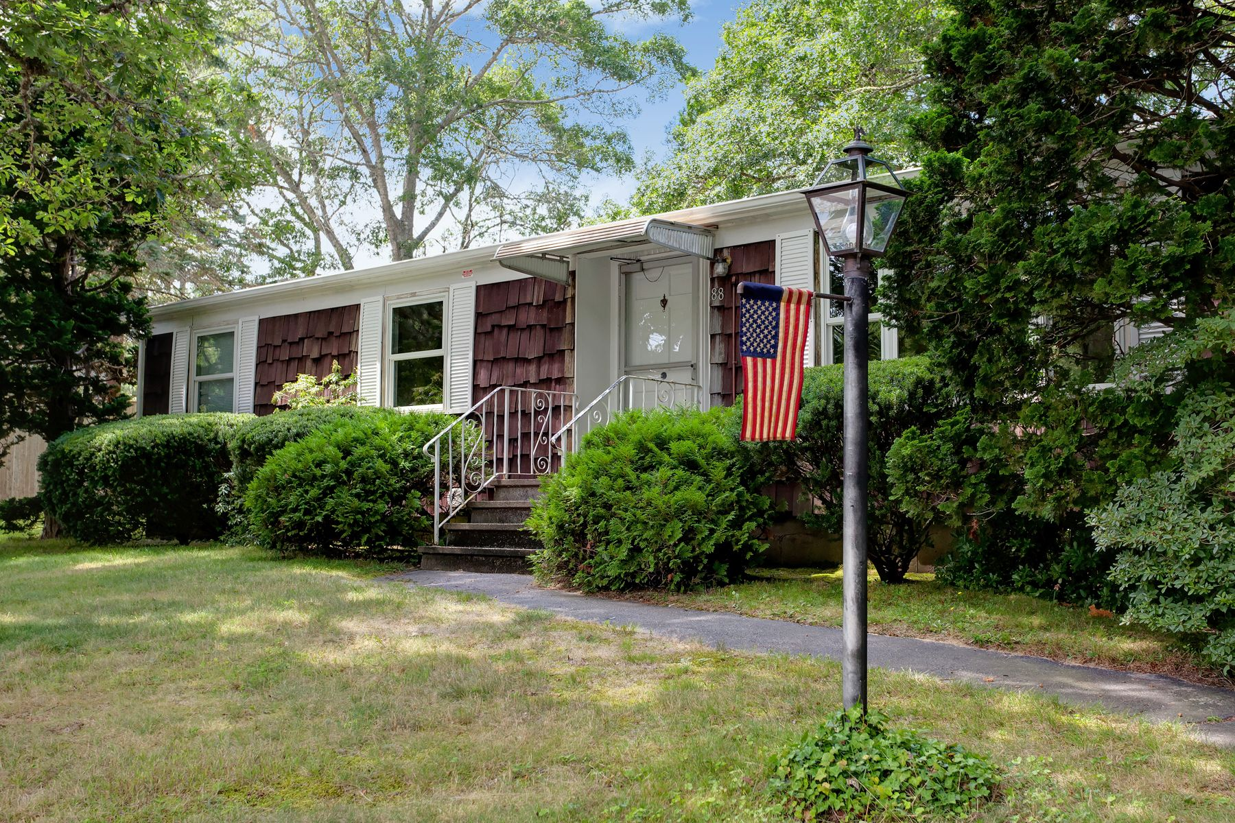 Single Family Homes por un Venta en 88 Williams Avenue Pocasset, Massachusetts 02559 Estados Unidos