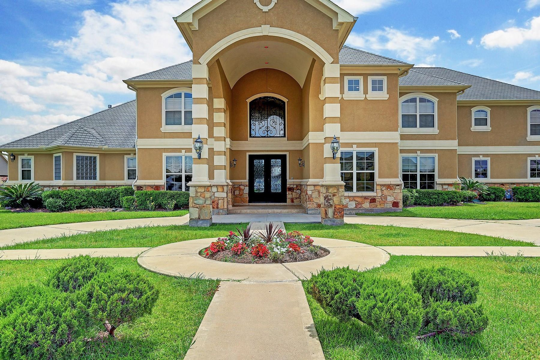 Single Family Homes for Active at 5918 Waterwalk Court Richmond, Texas 77469 United States