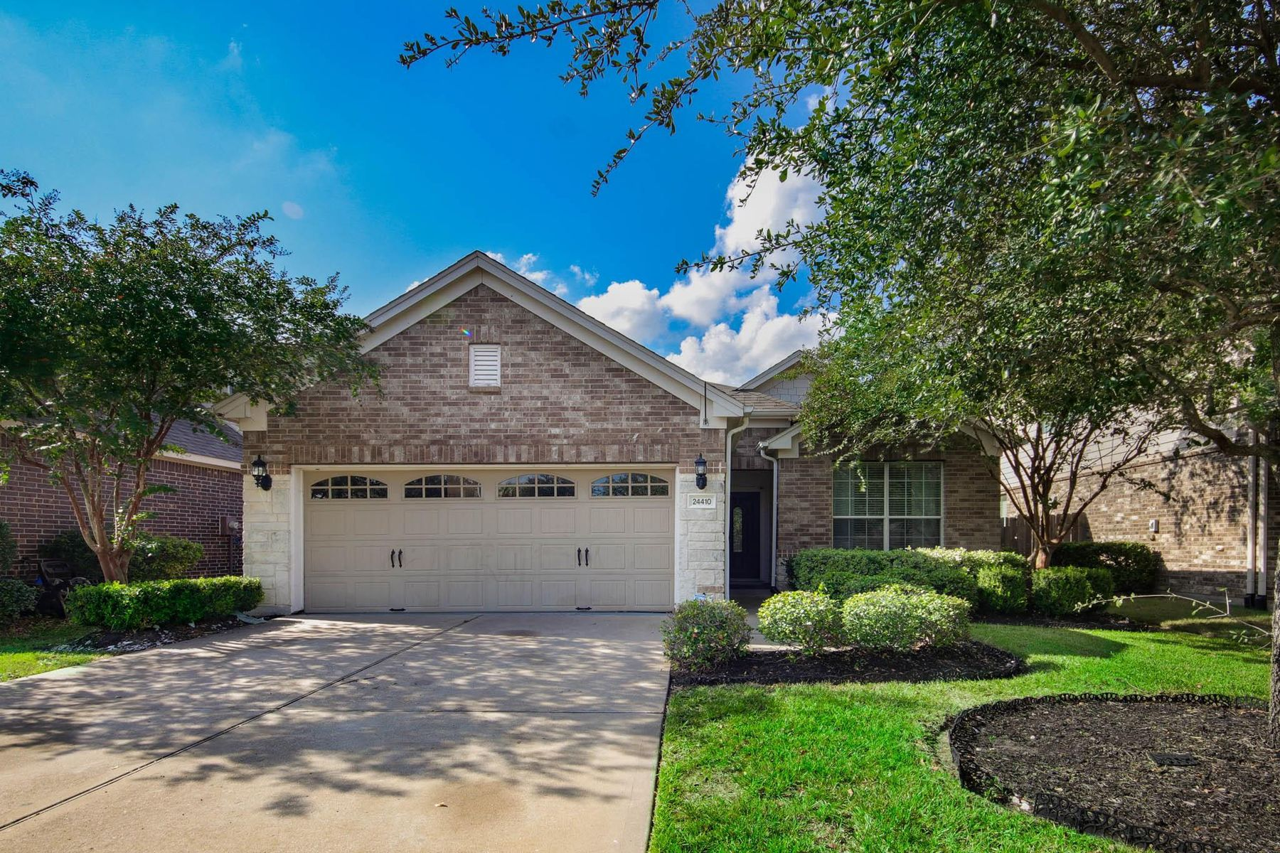 Single Family Homes for Sale at 24410 Haywards Crossing Lane Katy, Texas 77494 United States