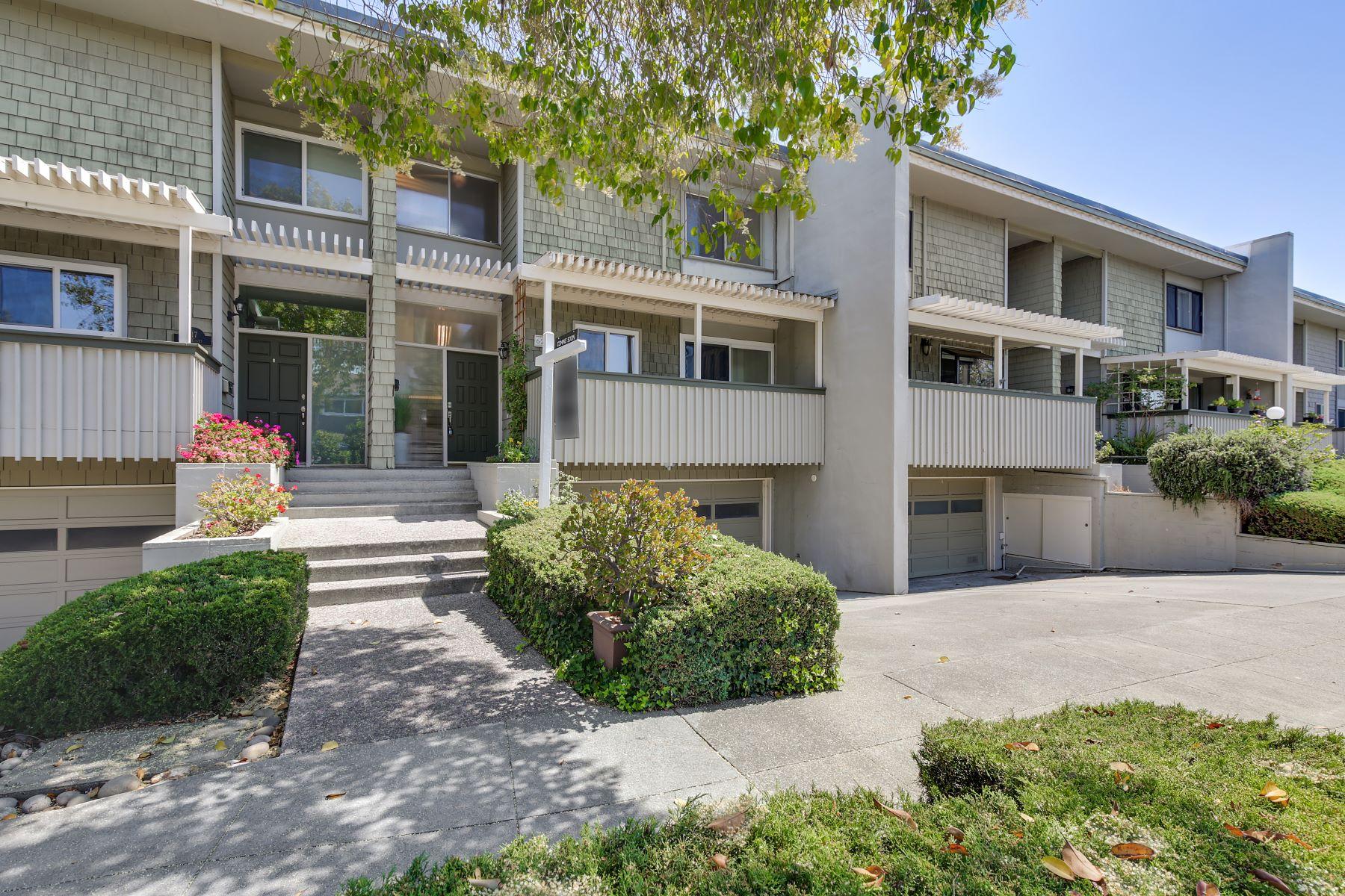 townhouses 为 销售 在 Spacious Townhome With High Ceilings 629 E Fox Ct 雷德伍德城, 加利福尼亚州 94061 美国