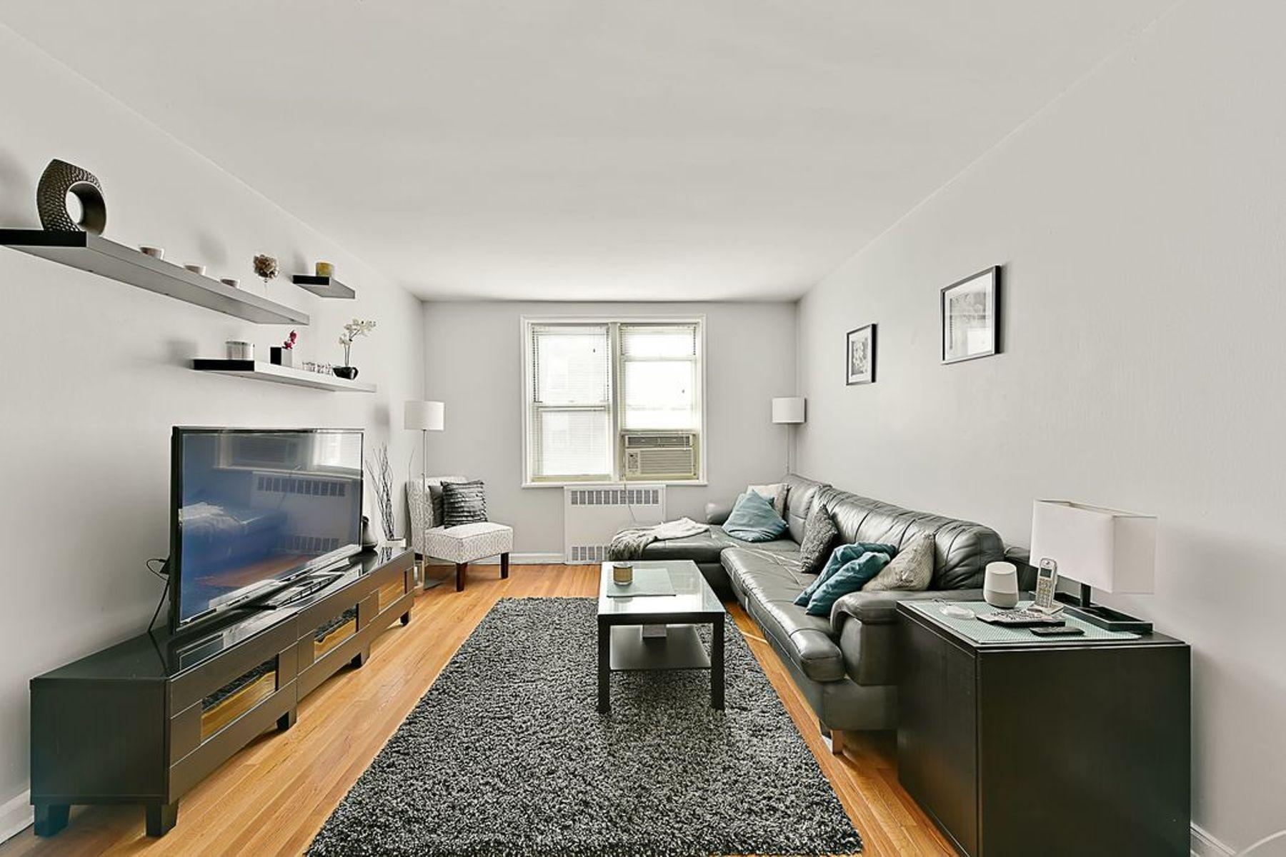 Co-op Properties für Verkauf beim 5645 Netherland Avenue, Apt. 3A 5645 Netherland Avenue Apt 3A, Riverdale, New York 10471 Vereinigte Staaten