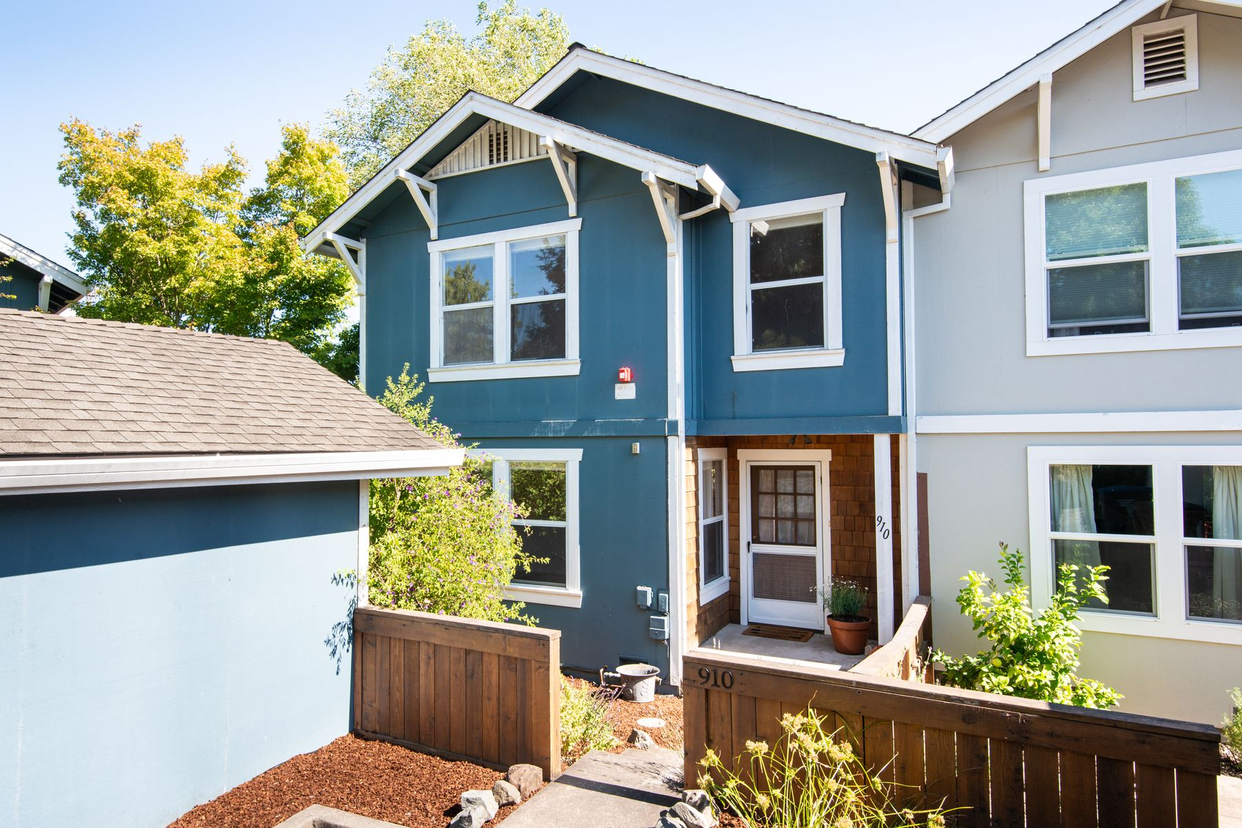 Condominiums for Sale at 910 Pepperwood Ln Petaluma, California 94952 United States