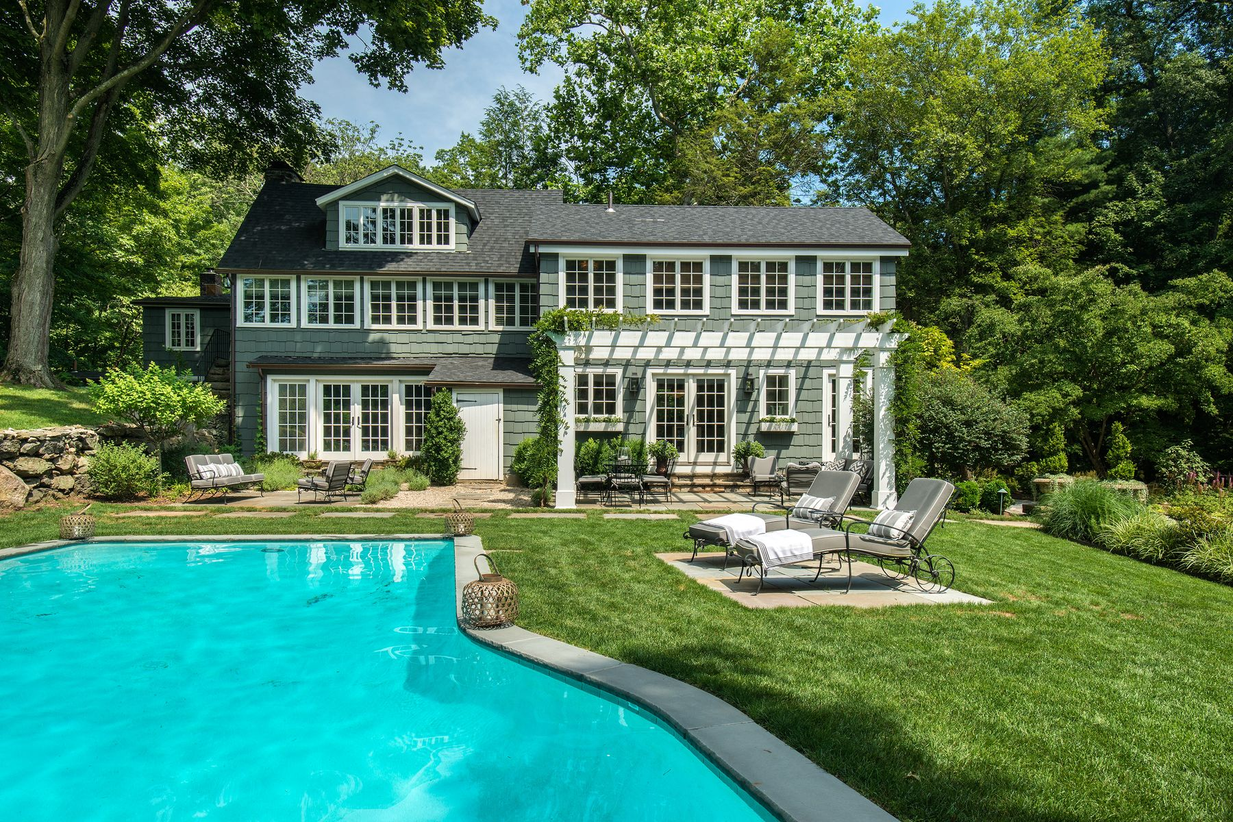 Single Family Homes для того Продажа на Stunning Historic Renovation! 66 Cat Rock Road, Cos Cob, Коннектикут 06807 Соединенные Штаты