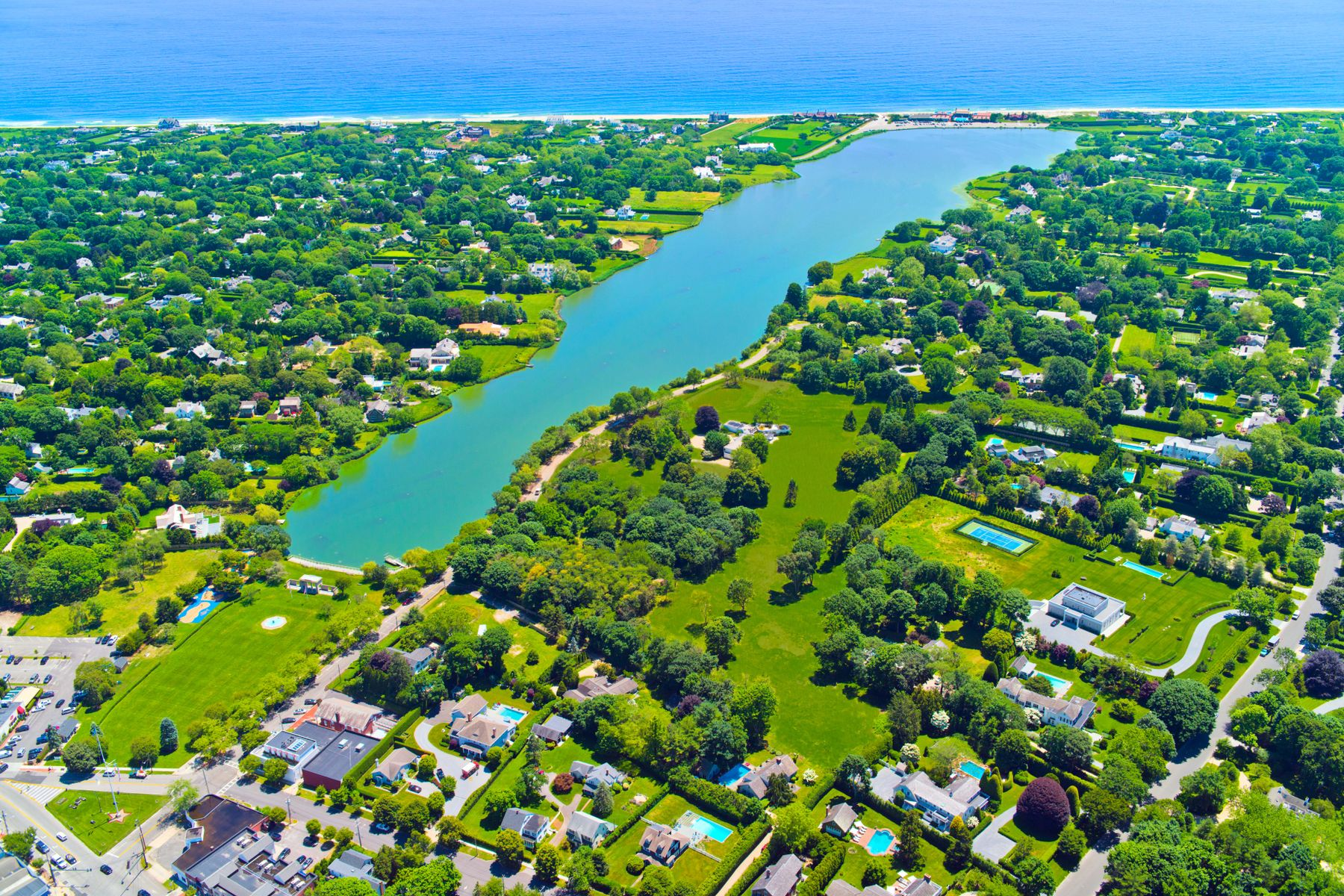 Single Family Homes por un Venta en Stunning Views Over Lake Agawam 137 Pond Lane, Lot 4 Southampton, Nueva York 11968 Estados Unidos