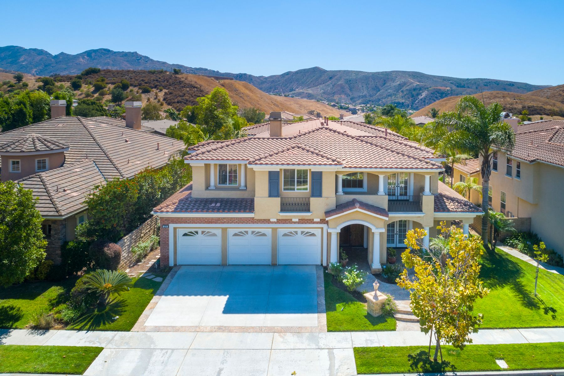 Single Family Homes for Sale at Guard Gated Thousand Oaks Home 3276 Willow Canyon Street Thousand Oaks, California 91362 United States
