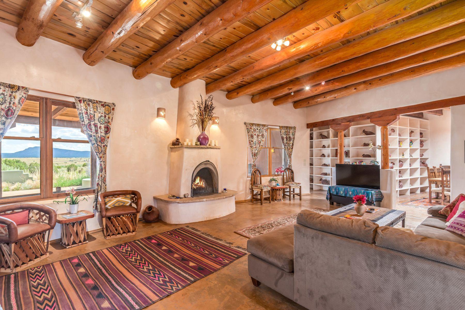 Single Family Homes pour l Vente à 784-A Camino Los Abuelos 784a Camino Los Abuelos, Galisteo, Nouveau-Mexique 87540 États-Unis