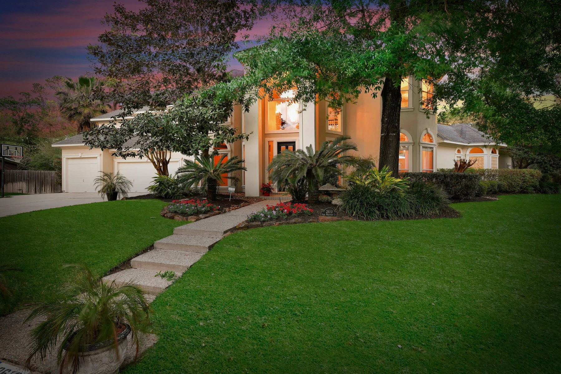 Single Family Homes for Sale at 2610 Deer Mountain Court 2610 Deer Mountain Ct Kingwood, Texas 77345 United States