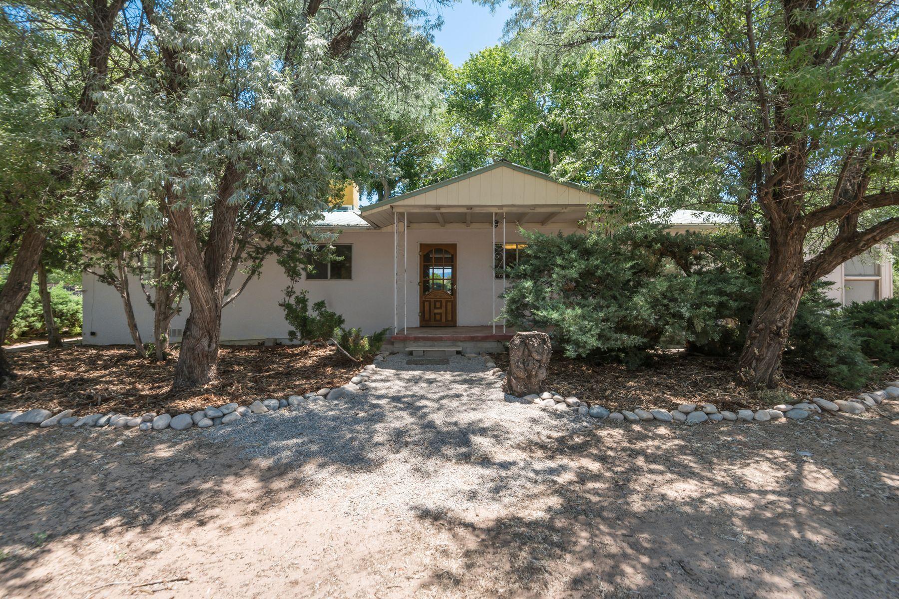 Single Family Homes pour l Vente à Espanola, Nouveau-Mexique 87532 États-Unis