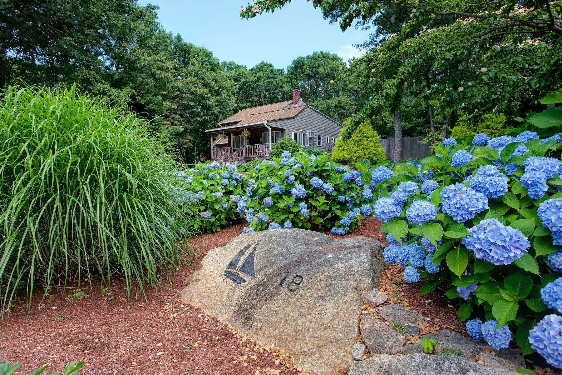 Single Family Homes 为 销售 在 18 Frederick Road 西法尔茅斯, 马萨诸塞州 02574 美国