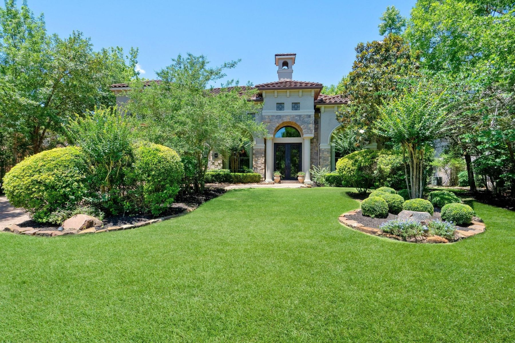 Single Family Homes for Sale at 15 Hunnewell Way The Woodlands, Texas 77382 United States