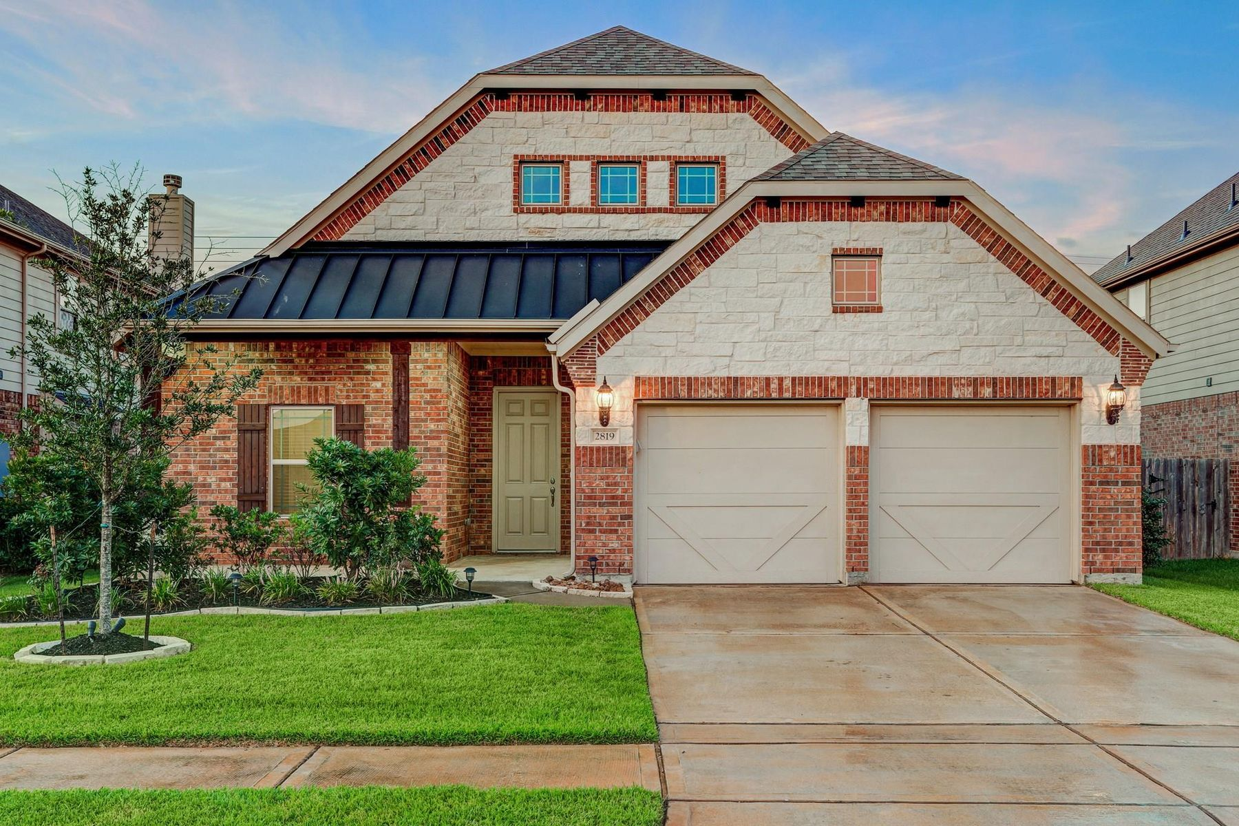 Single Family Homes for Active at 2819 Parkside Village Court Pearland, Texas 77581 United States