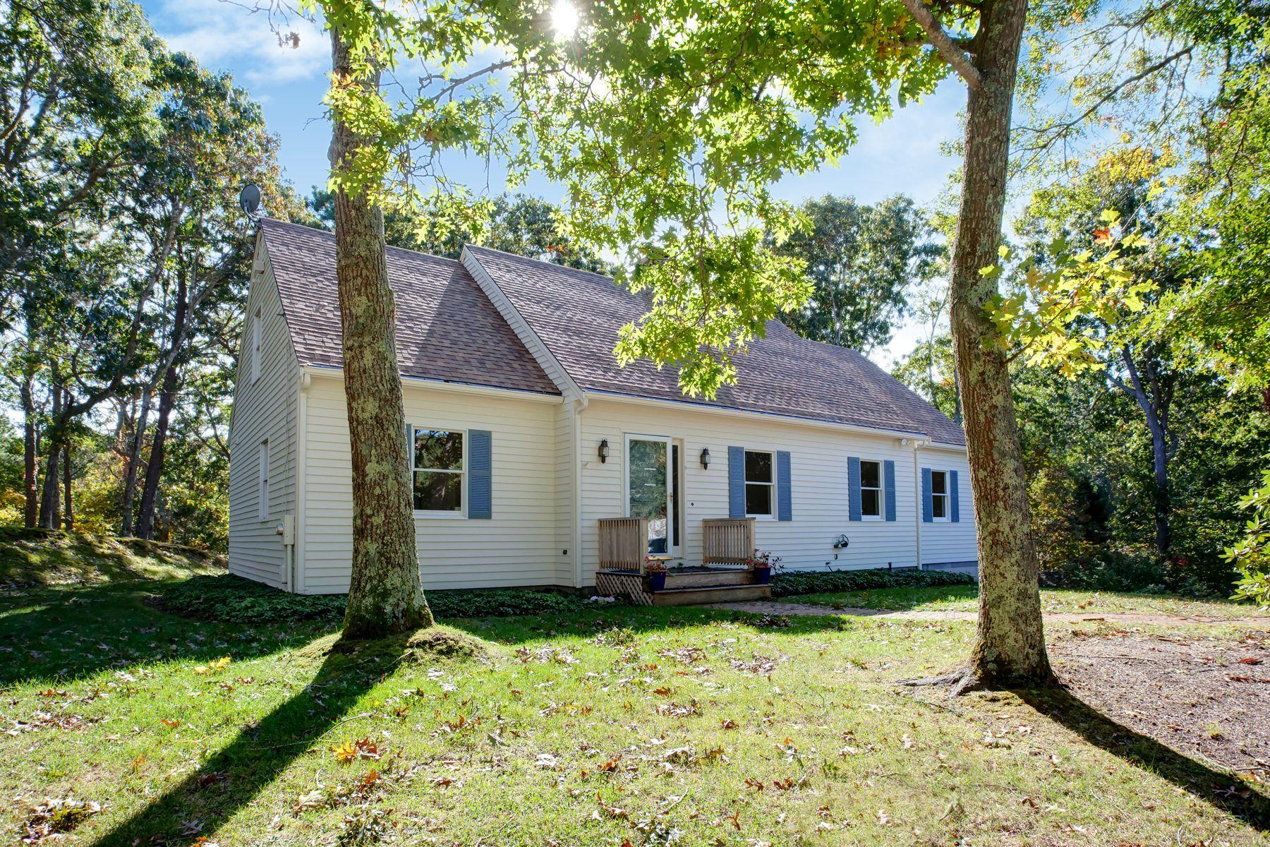 Single Family Homes 为 销售 在 Sprawling Cape in Cataumet 波恩, 马萨诸塞州 02534 美国