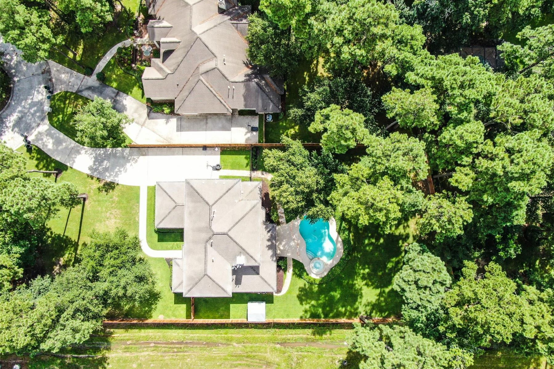 Single Family Homes for Sale at 15 Kings Hill Lane Kingwood, Texas 77346 United States