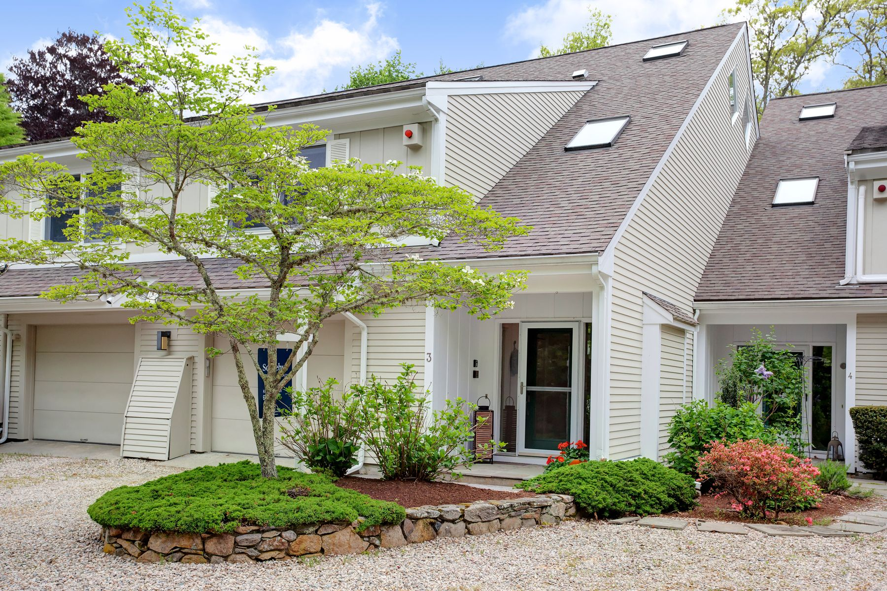 Condominiums 为 销售 在 45 Highfield Drive, Unit 3 法尔茅斯, 马萨诸塞州 02540 美国