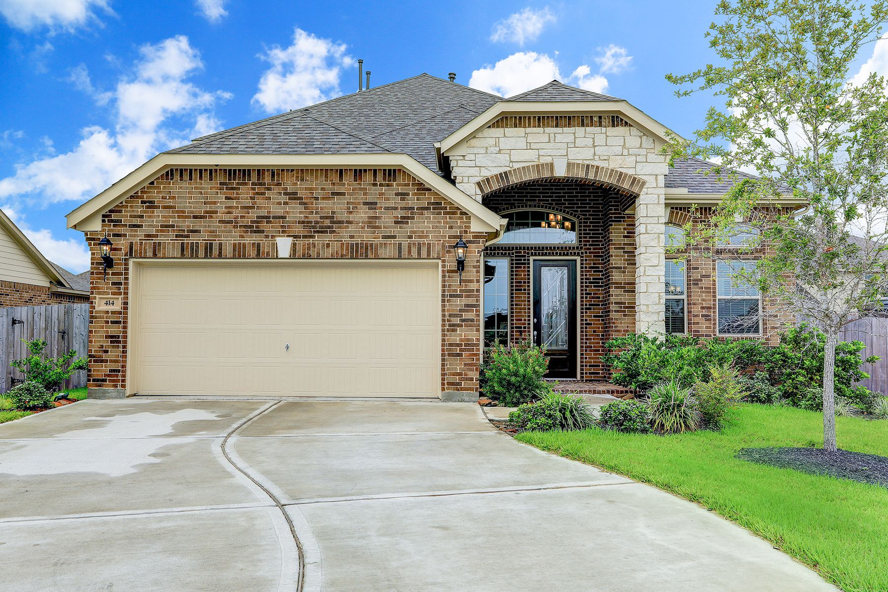 Single Family Homes for Active at 414 Wood Forest Drive League City, Texas 77573 United States