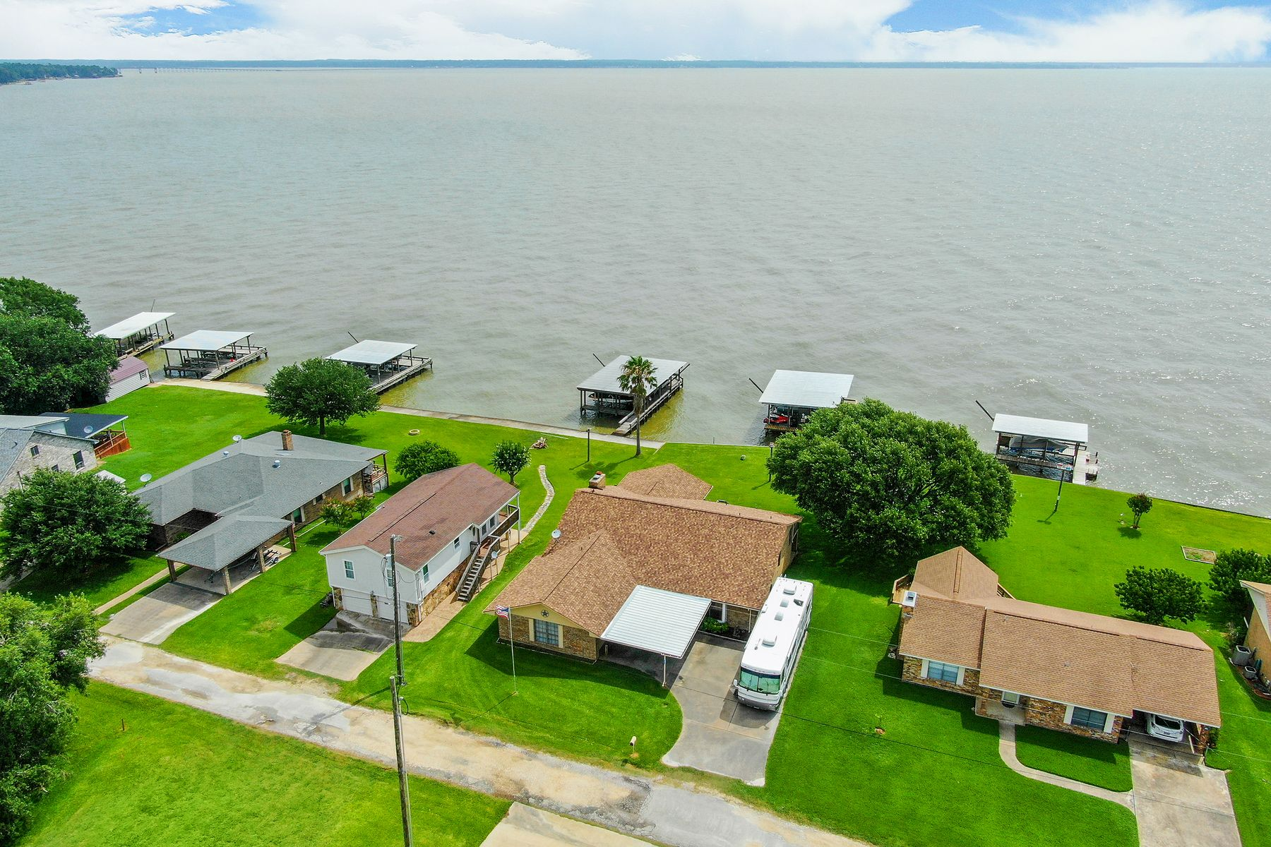 Single Family Homes for Active at 141 Fishermans Bend Drive Pointblank, Texas 77364 United States