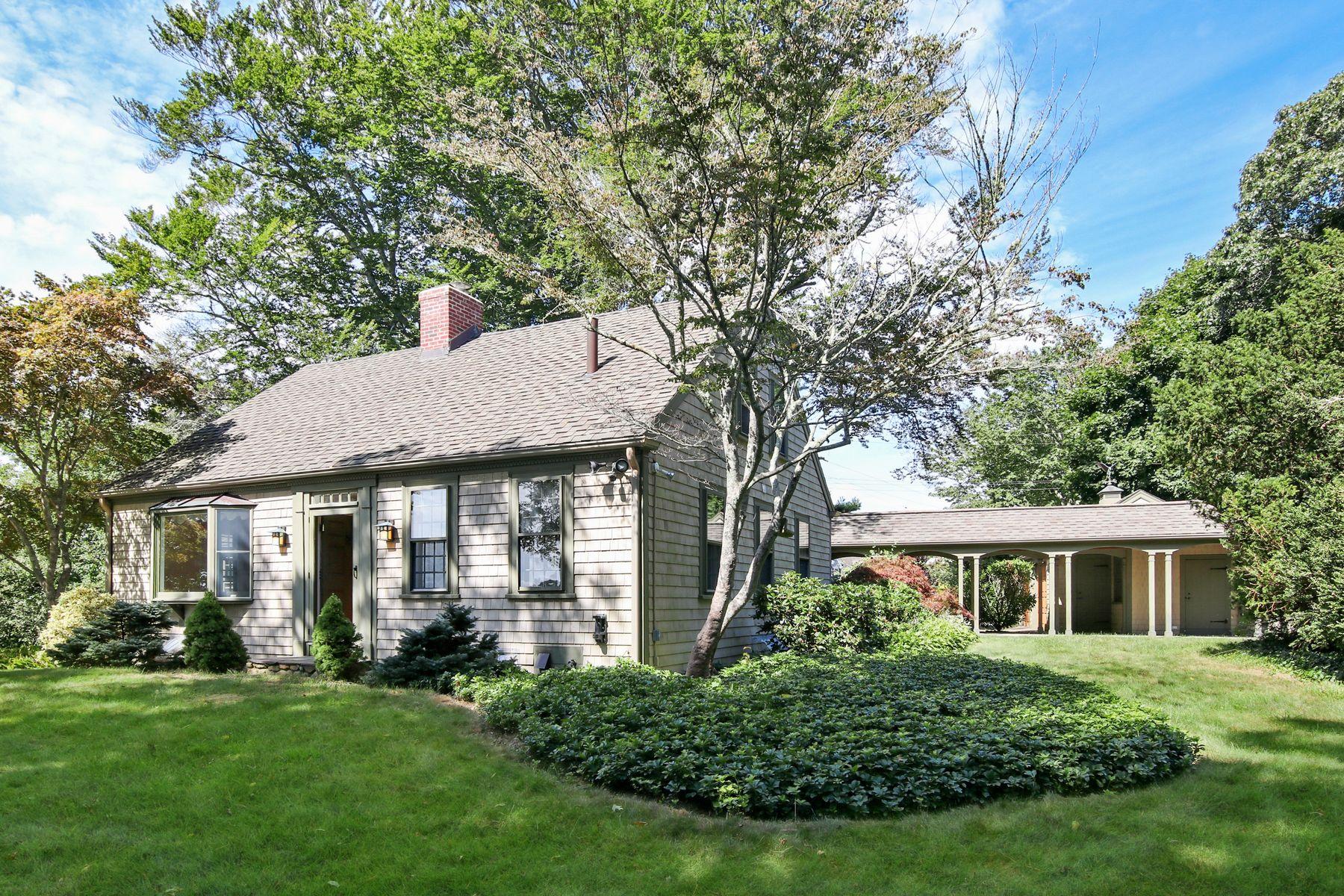 Single Family Homes 为 销售 在 124 Siders Pond Road, Falmouth, MA 124 Siders Pond Road 法尔茅斯, 马萨诸塞州 02540 美国