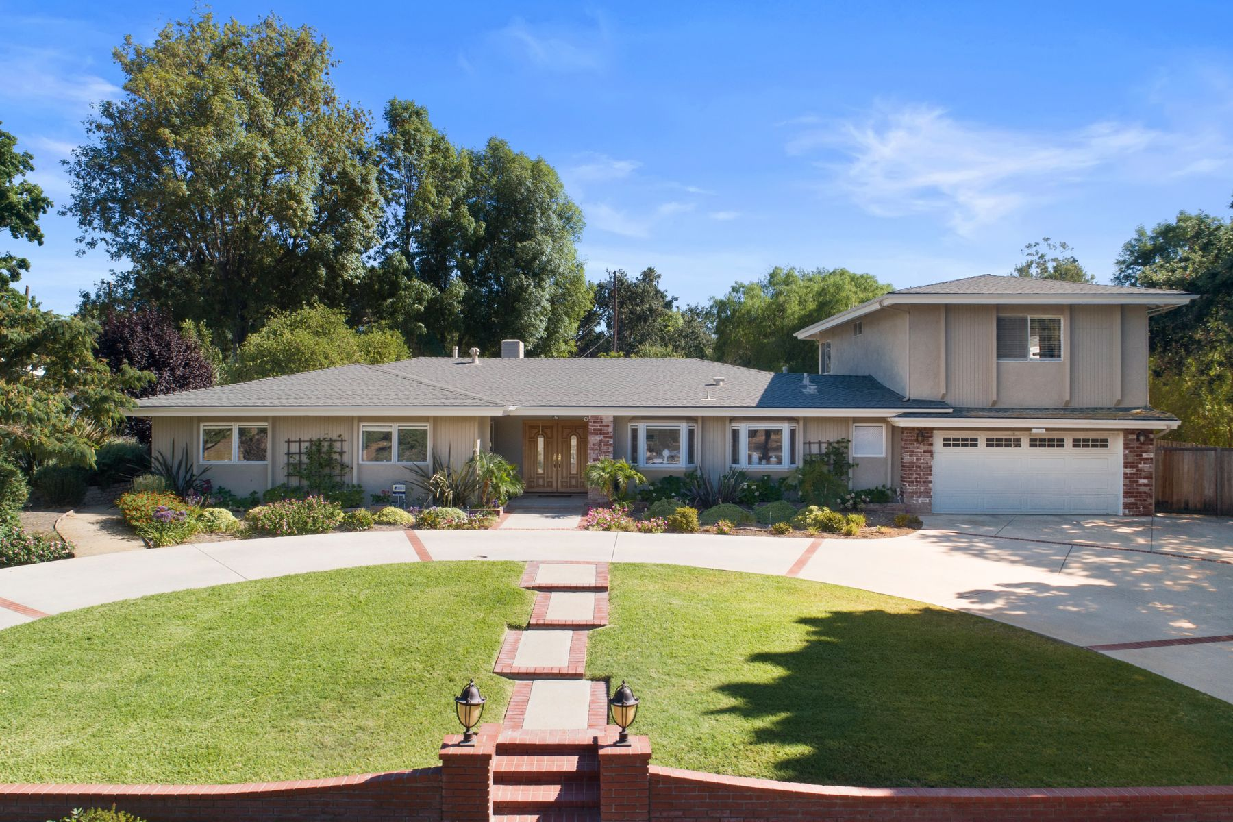 Single Family Homes for Sale at Beautiful Conejo Oaks Estates 1566 La Granada Drive Thousand Oaks, California 91362 United States
