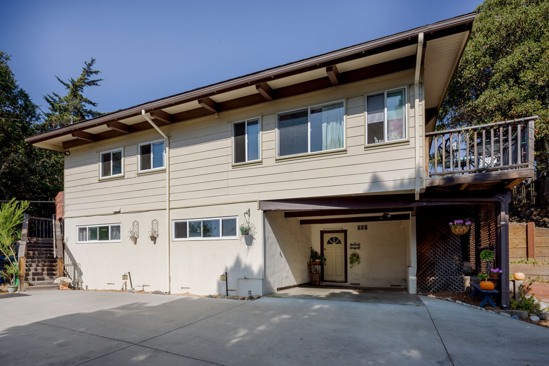 Single Family Homes for Sale at A True Del Rey Oaks Gem 977 Angelus Way Del Rey Oaks, California 93940 United States
