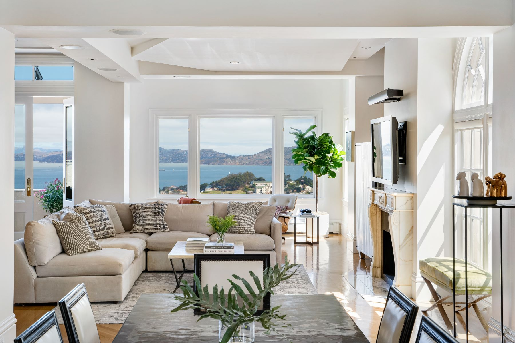 Co-op Properties for Sale at Pacific Heights Maisonette 2000 Washington St, # 1, San Francisco, California 94109 United States