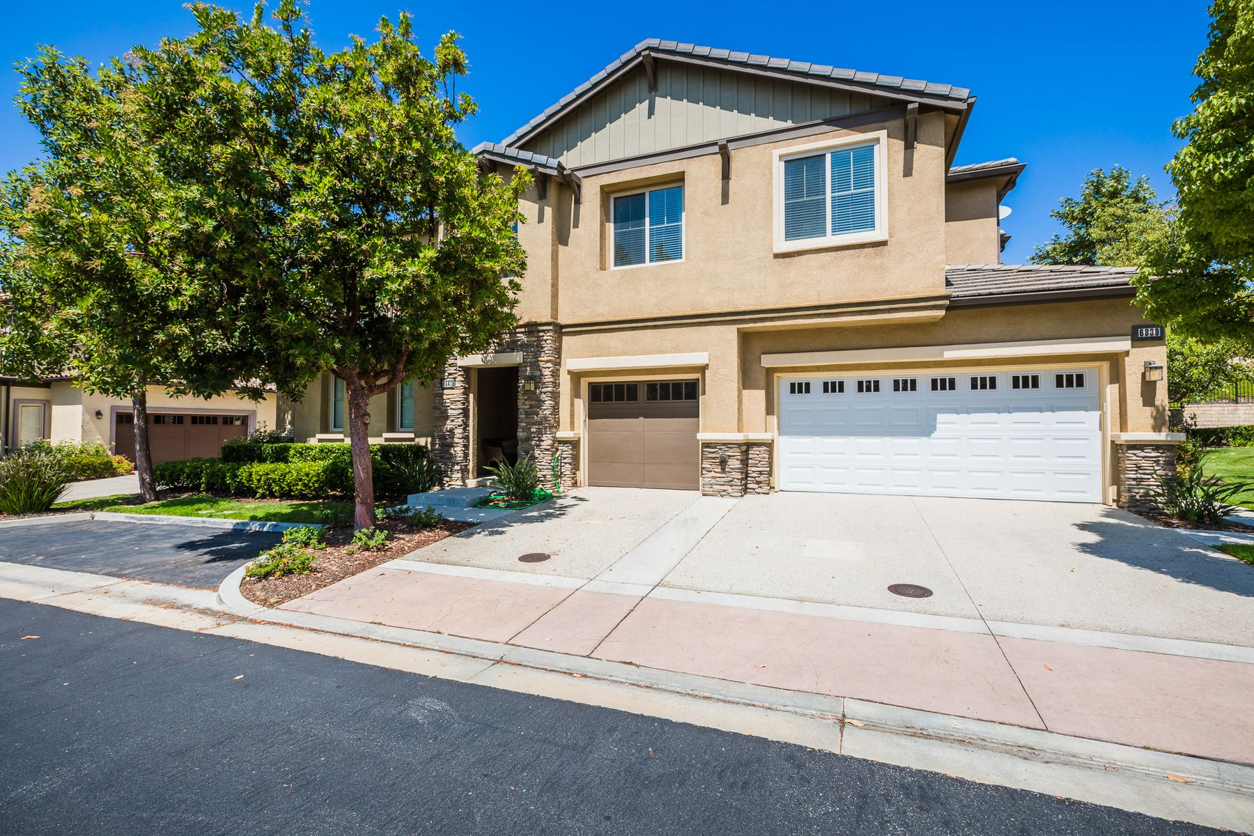 townhouses for Sale at Upgraded, Private Townhome 6841 Sperryville Lane Moorpark, California 93021 United States