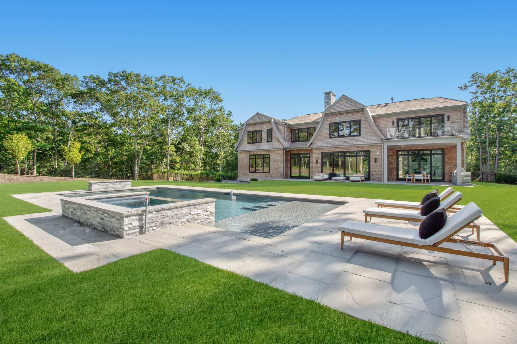 Single Family Homes 為 出售 在 5 Acre Estate Overlooking Golf Course 18 Fairway Court, Sag Harbor, 纽约 11963 美國