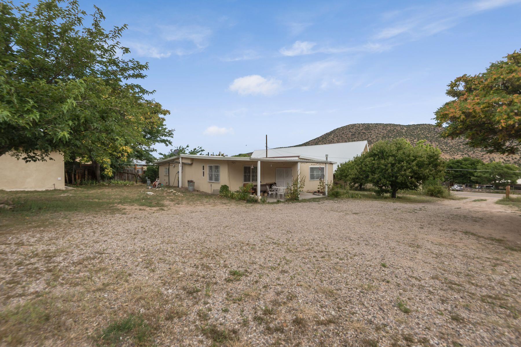 Single Family Homes pour l Vente à Dixon, Nouveau-Mexique 87527 États-Unis