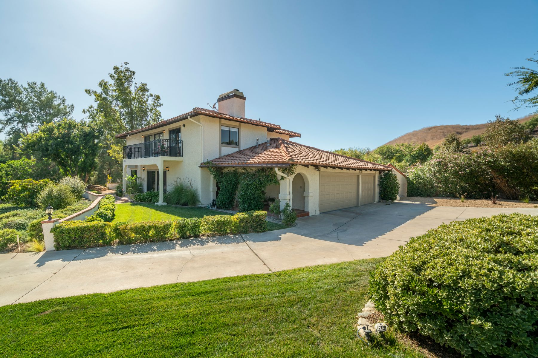 Single Family Homes for Sale at Custom Spanish Hacienda on Private Lot 5703 Toth Place Agoura Hills, California 91301 United States