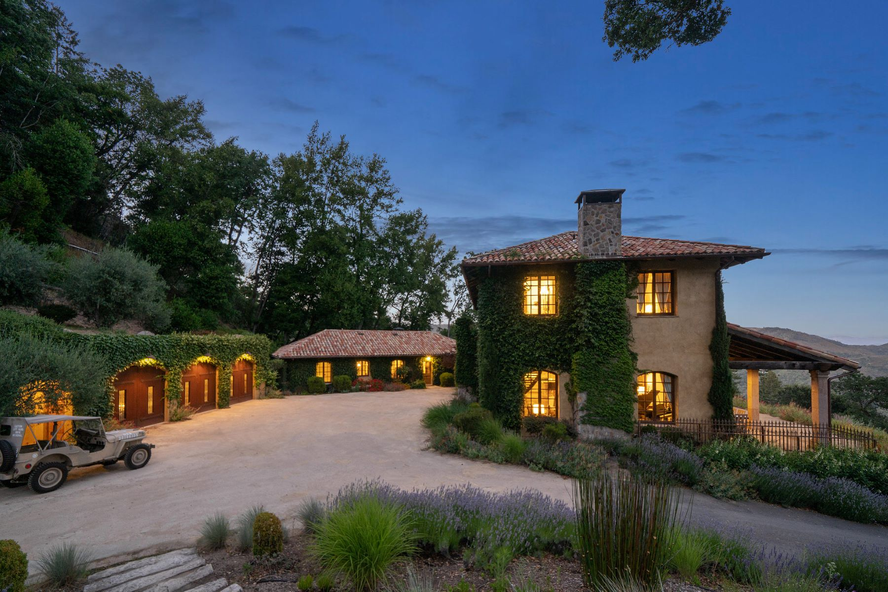 Single Family Homes 为 销售 在 Beautifully Crafted Estate In Napa 651 Wall Rd 纳帕, 加利福尼亚州 94558 美国