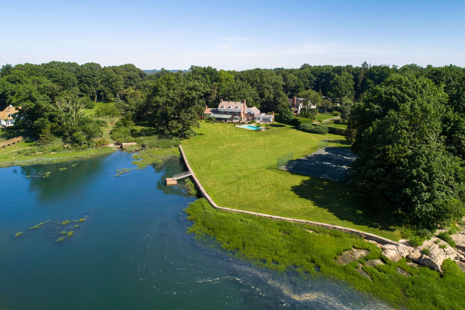 Single Family Homes por un Venta en Stunning Waterfront Compound 78-80 Cedar Cliff Road Riverside, Connecticut 06878 Estados Unidos