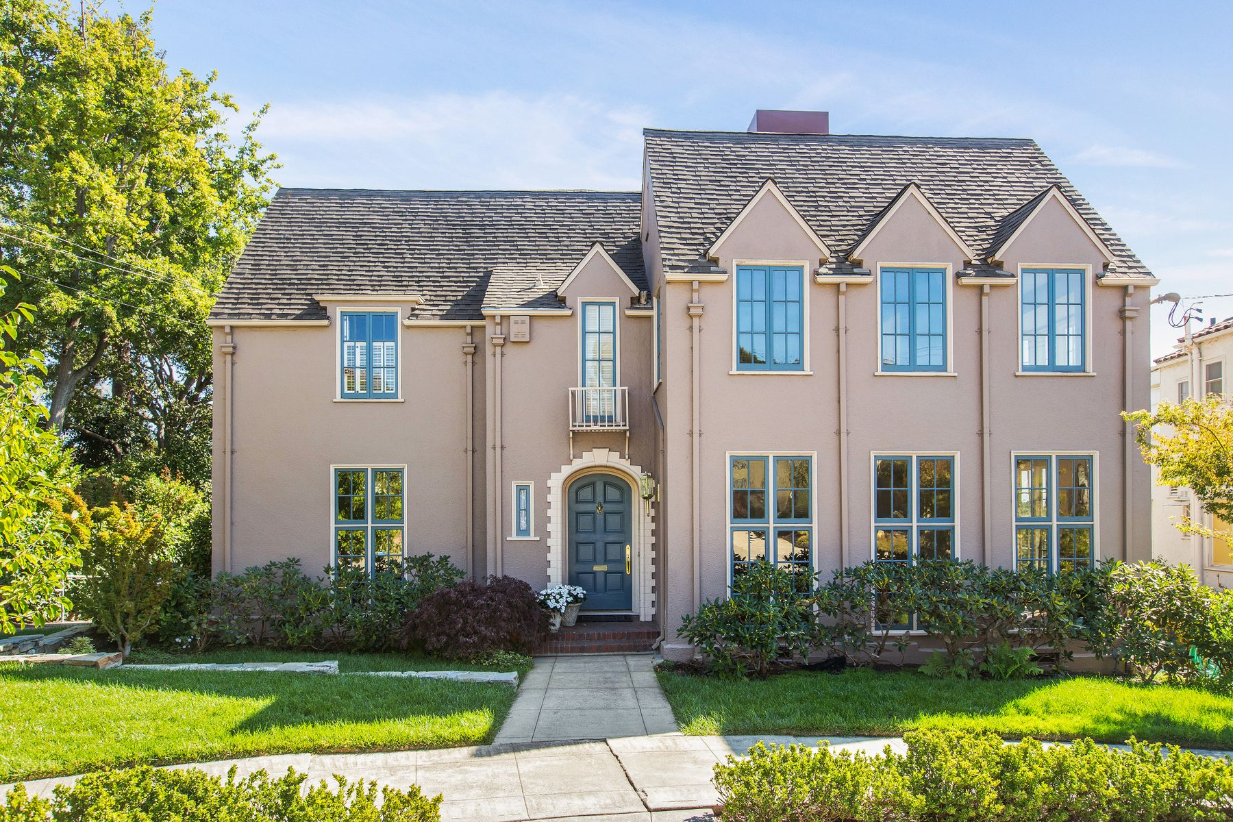 Single Family Homes for Sale at Pristine and Elegant in Entirety 853 Paramount Rd Oakland, California 94610 United States