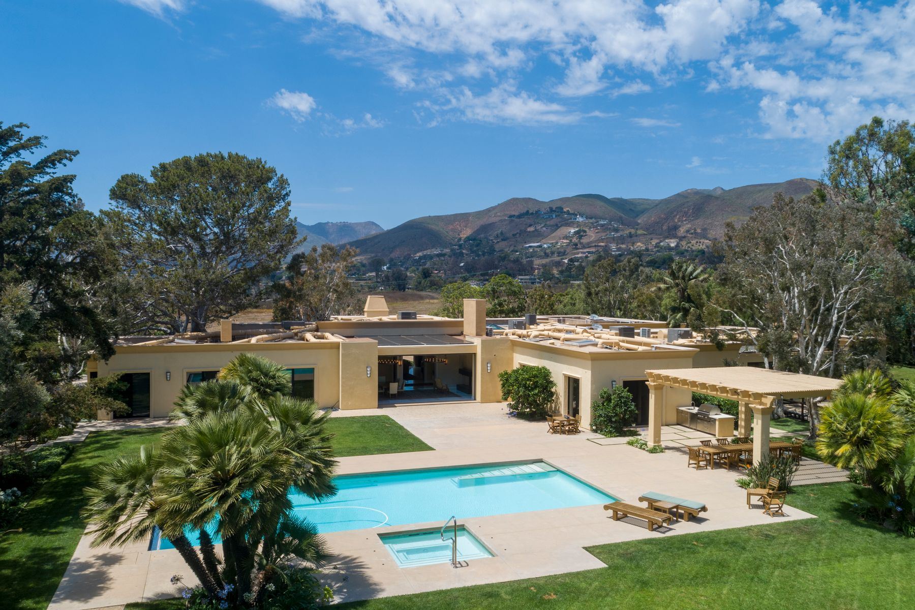 Single Family Homes por un Venta en Magnificent One-Story Estate 6116 Merritt Drive Malibu, California 90265 Estados Unidos