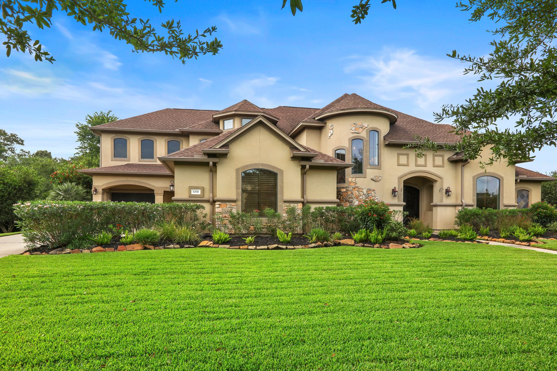 Single Family Homes for Sale at 6310 Royal Point Drive 6310 South Royal Point Drive Kingwood, Texas 77345 United States